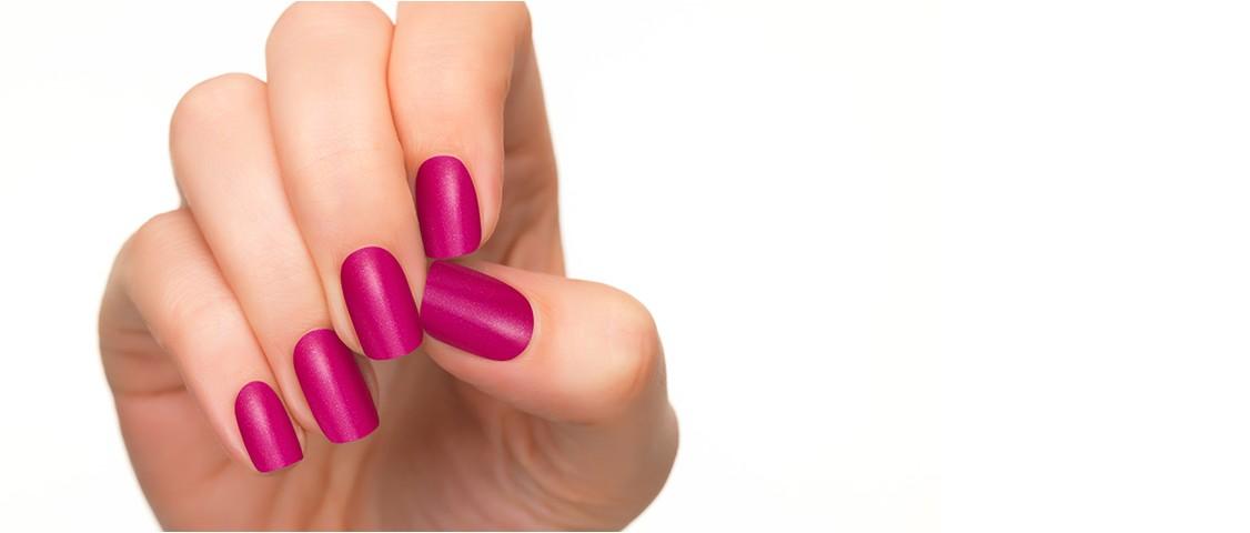fucsia nail polish - GITANA STYLING
